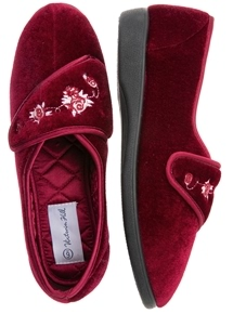Embroidery Touch Close Slipper